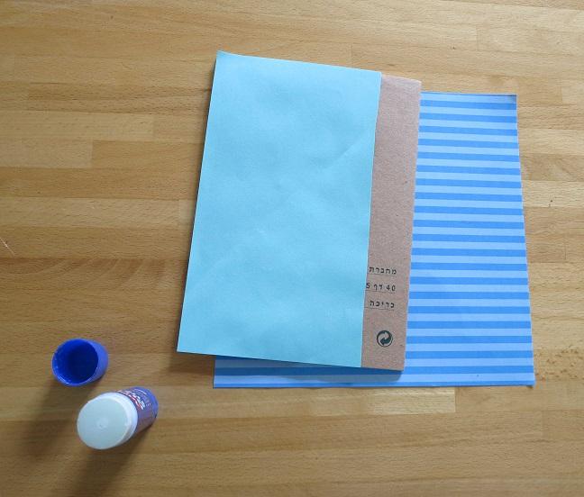 הדבקת נייר 2