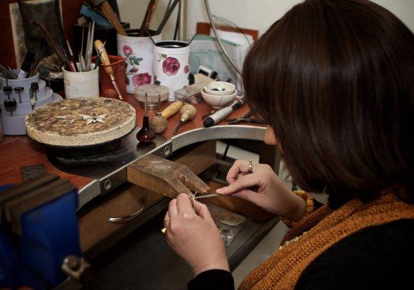 לאה טולובוביץ, עיצוב תכשיטים וצורפות