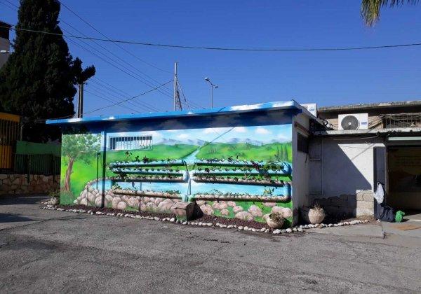 תהליך ציור על קיר הידרופוני, מרים פרידל גדז